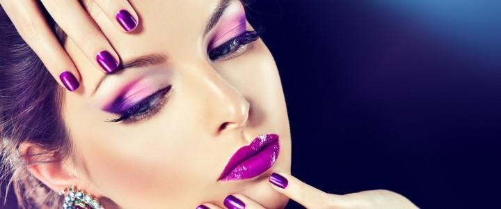 ¿Cómo realizar el maquillaje nupcial y obtener el efecto de ojos ahumados de color púrpura?