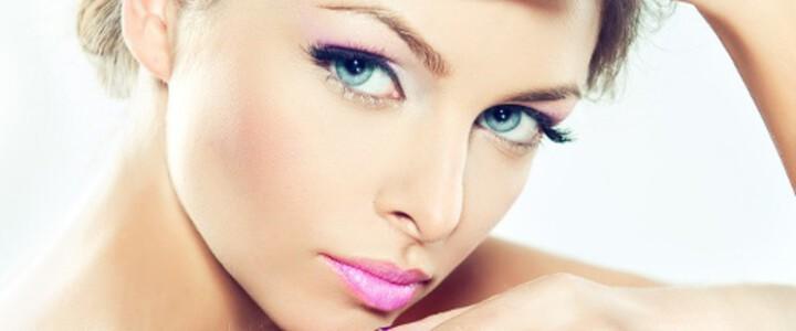 ¿Qué estilo de maquillaje es mejor para camuflar el acné? Trucos y consejos útiles.